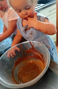 Making chocolate lollipops at home